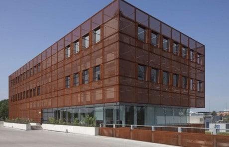 Facade, Strækmetal, Facadebeklædning i metal, stål facader, beklædning, facader, metal, metal facade, solafskærmning, solafskæring i stål, stål solafskærmning,