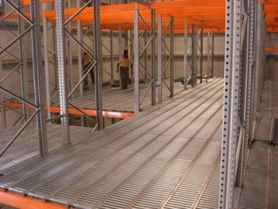 Svejsetrin, sikkerhedstrin, ståltrin, trappetrin, elefant trin, planke trin, planker, gang planker, stål planker, sikkerheds trin, jerntrin, trappetrin, elefant trin, spindeltrin, stigetrin, hulpladetrin, stål trappetrin